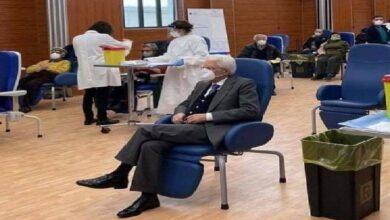 رئيس جمهورية ايطاليا سيرجو ماتّاريلا يتلقى الجرعة الأولى من لقاح كورونا